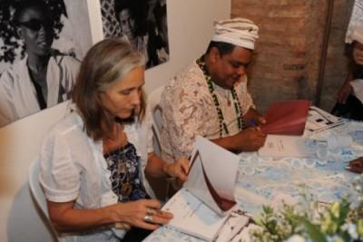 Lançamento do livro Casa de Oxumarê: Os cânticos que encantaram Pierre Verger reúne pessoas de todo Brasil