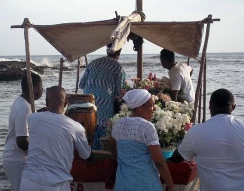 Entrega do presente à Yemanjá no Rio Vermelho concluiu o ciclo das festas de março na Casa de Oxumarê