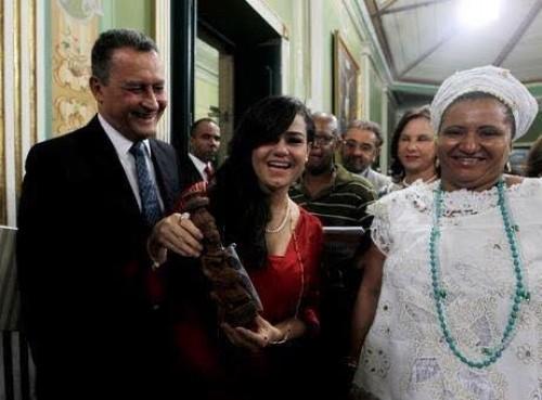 Primeira-dama da Bahia recebe título de Cidadã Soteropolitana e bençãos dos Orixás